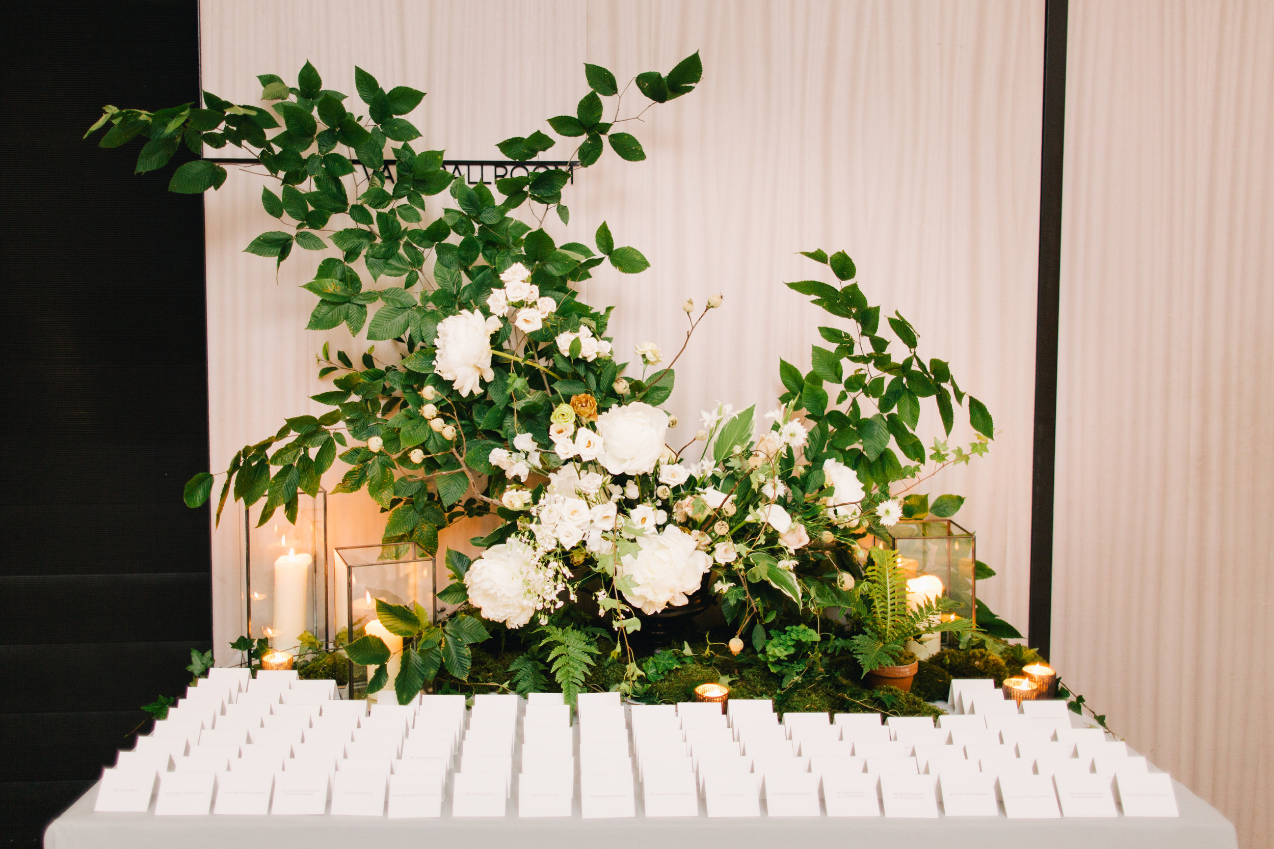 Photo by:  Joseph Lin Photography  | Escort Cards by:  Papel New York