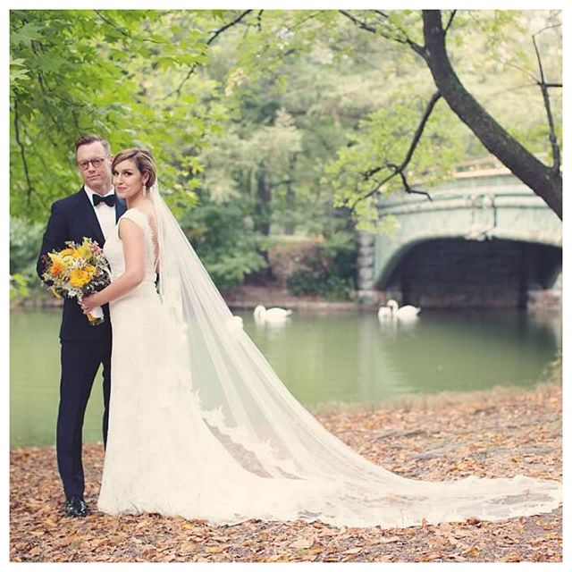FOREVER IN LOVE! ❤️ Planning: @bjorntheeventplanner 📸 @anneclairebrun  #wedding #couplephoto #brooklynwedding #weddings #theysaidido #brooklyn #newyork #bridalphotos #weddingday #weddingblog