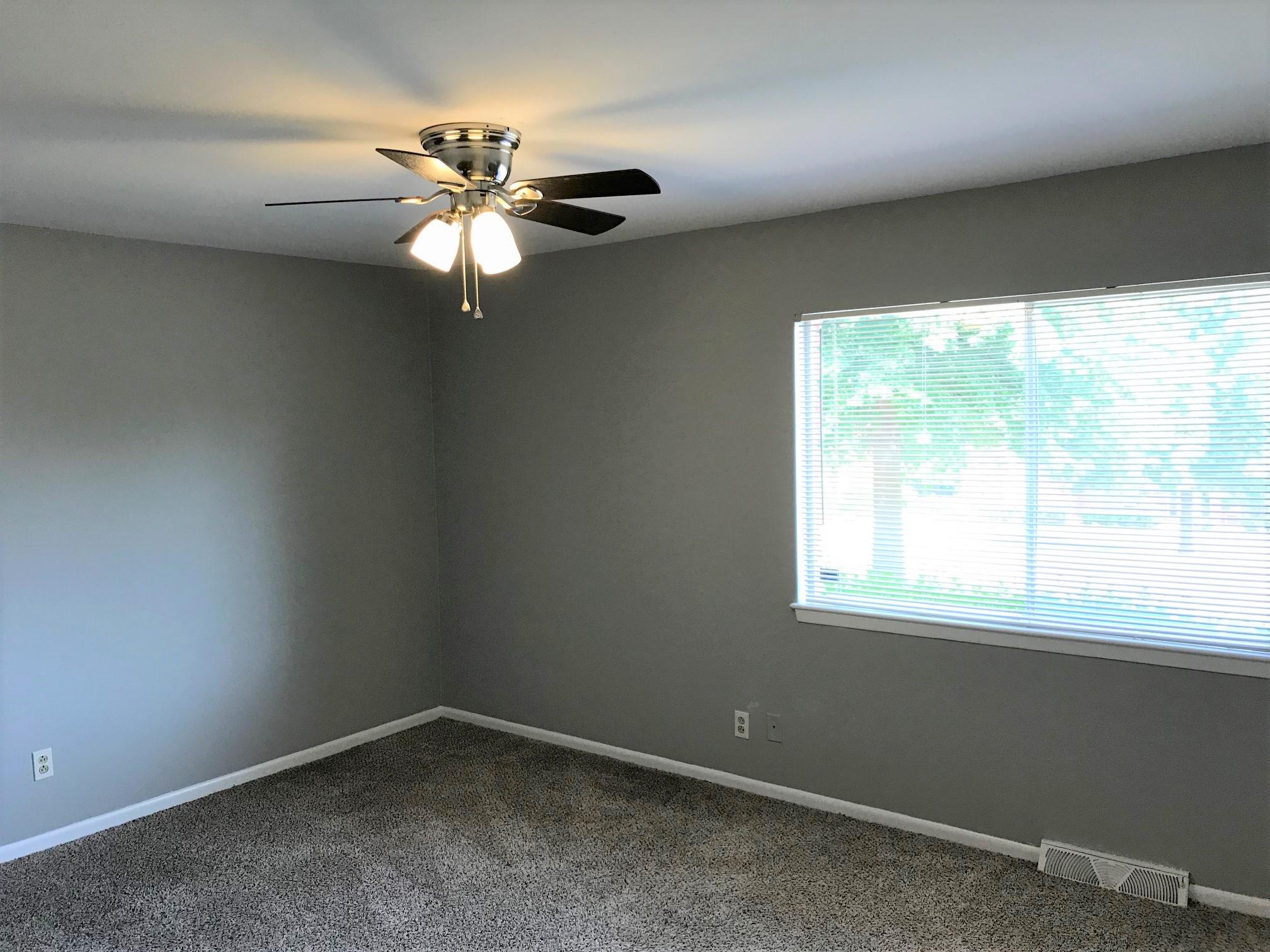 bright bedroom2.jpg