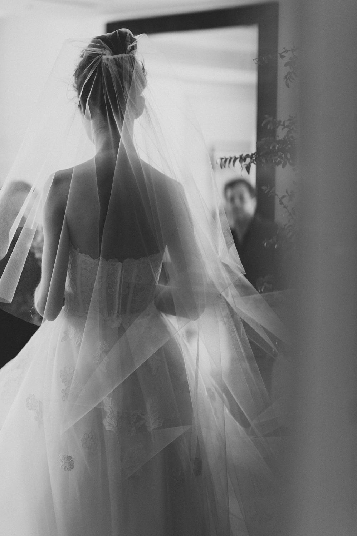 CarolinaHerrera.Fall2016.Bridal.12.jpg
