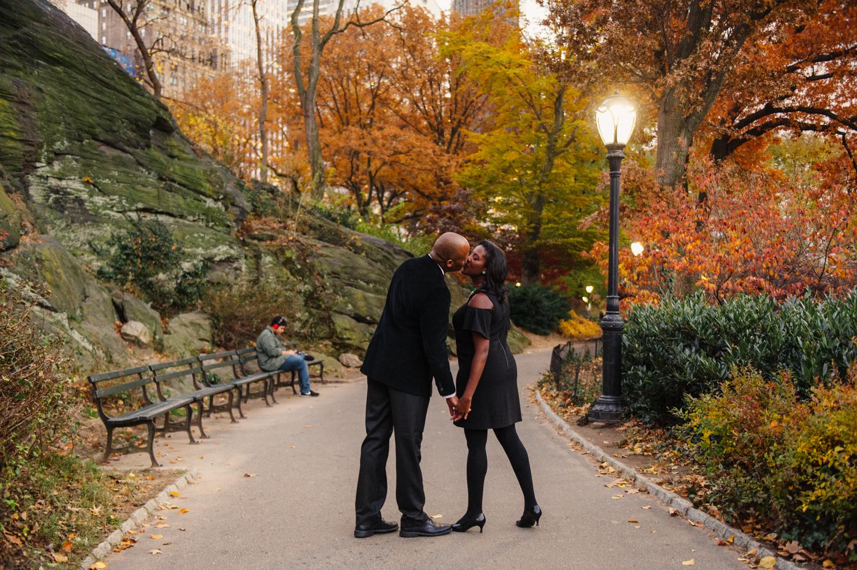 CentralPark.Manhattan.NYC.PlazaHotel.EngagementPhotos.7.jpg