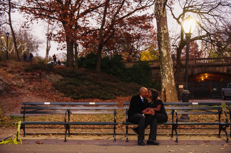 CentralPark.Manhattan.NYC.PlazaHotel.EngagementPhotos.11.jpg