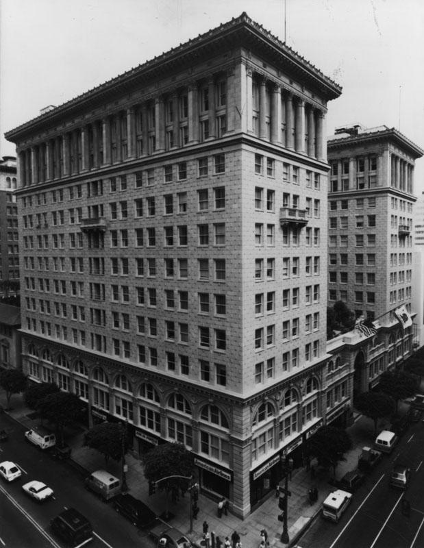 THE SENTRY BUILDING   Built in 1921  12 stories  300,000 total square feet  Floors 4-11: 11′ concrete ceilings  Penthouse: 16′ concrete ceilings