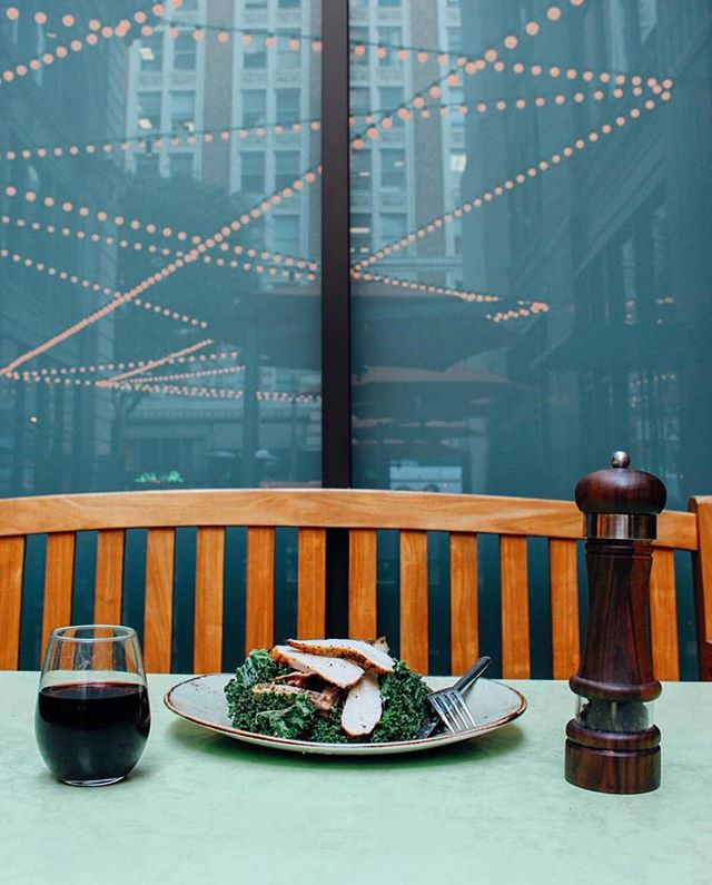 Deciding where to go for dinner tonight? @tendergreensdtla at #PacMutual has got you covered! Enjoy a glass of wine or cold beer under the 6th Street courtyard lights. #DTLA #dinner #tendergreens #salad #healthy #fresh #wine #beer #winesday