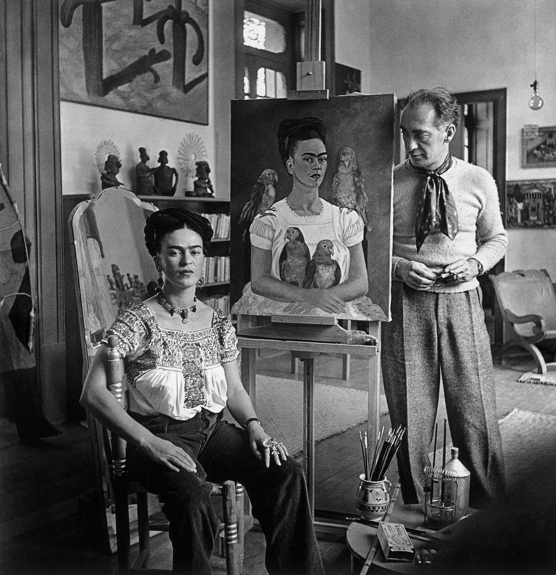 Nickolas Muray (1892-1965)  Frida with Nick in her studio, Coyoacán, 1941 gelatin silver print ©Nickolas Muray Photo Archives courtesy of Etherton Gallery