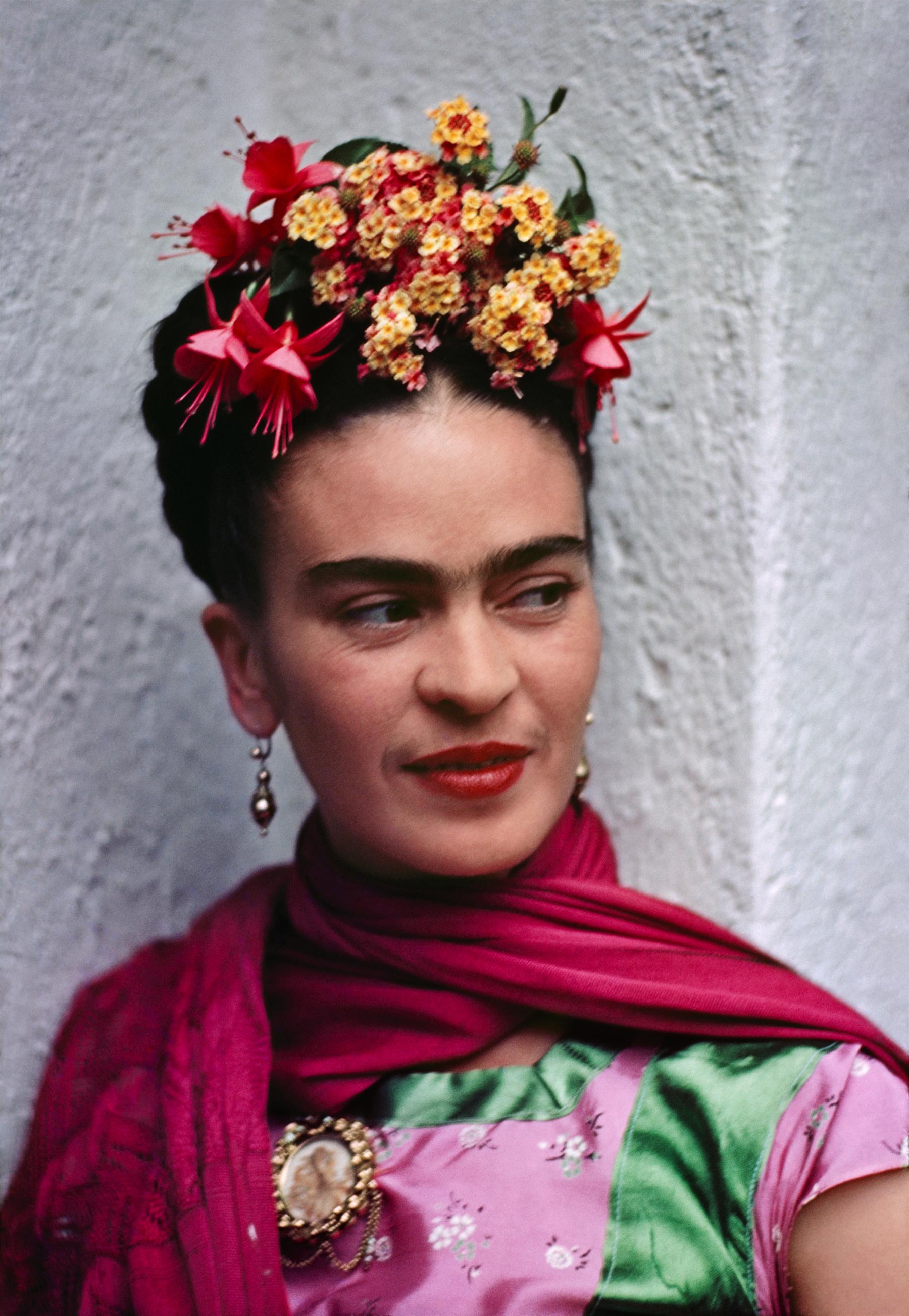Nickolas Muray (1892-1965)  Frida,Coyoacán, 1938 color carbon print ©Nickolas Muray Photo Archives courtesy of Etherton Gallery