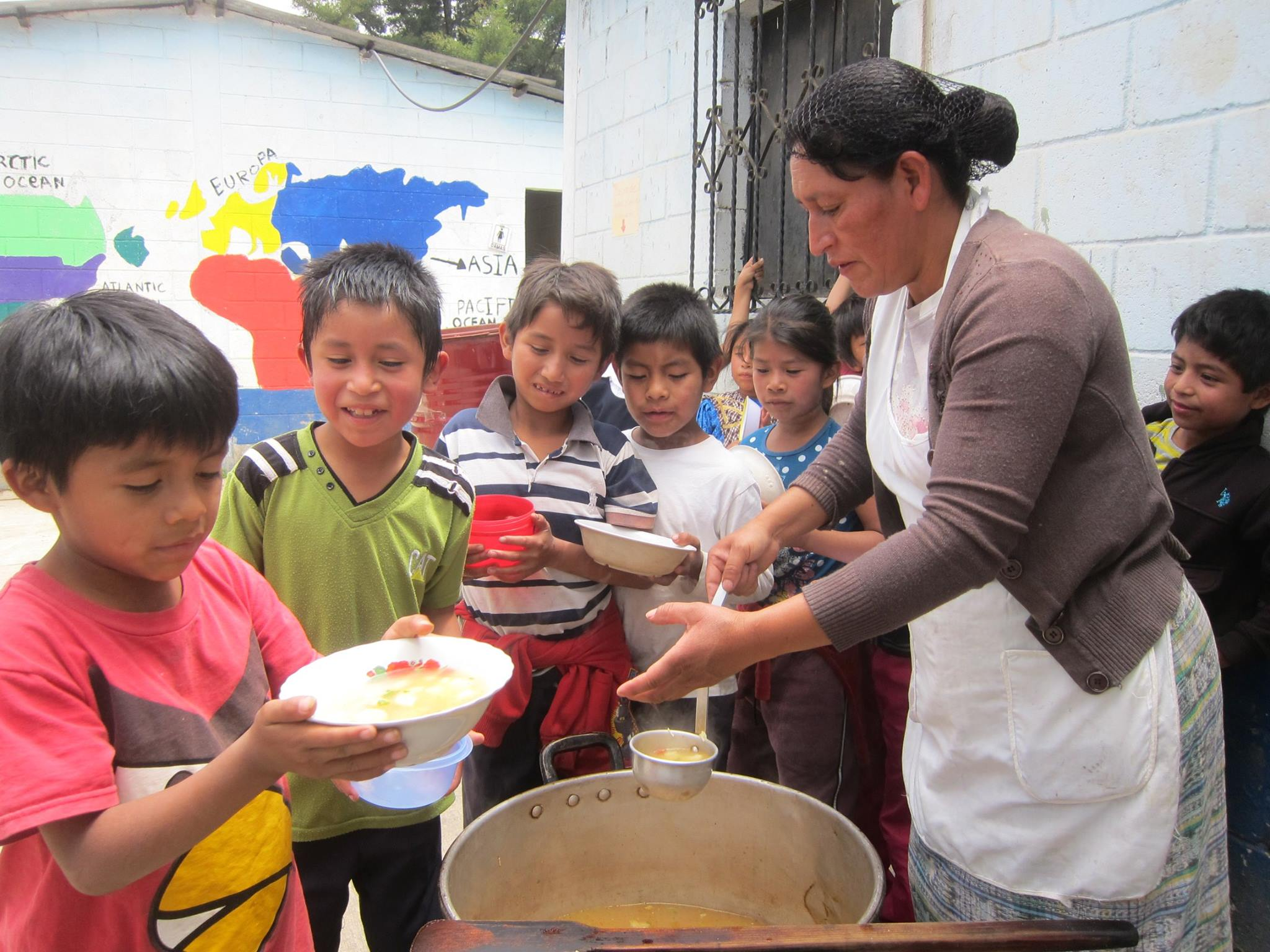 Children receive their daily snack, to which our Health and Nutrition Program contributes.