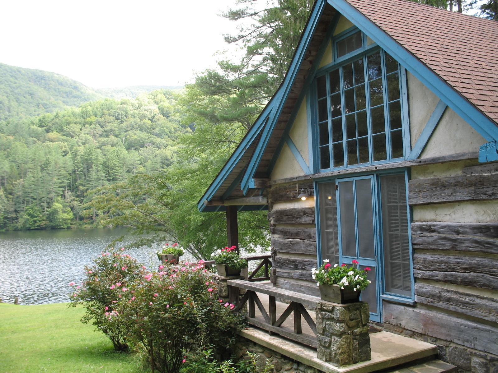Rhododendron_retreat_cabin.jpg