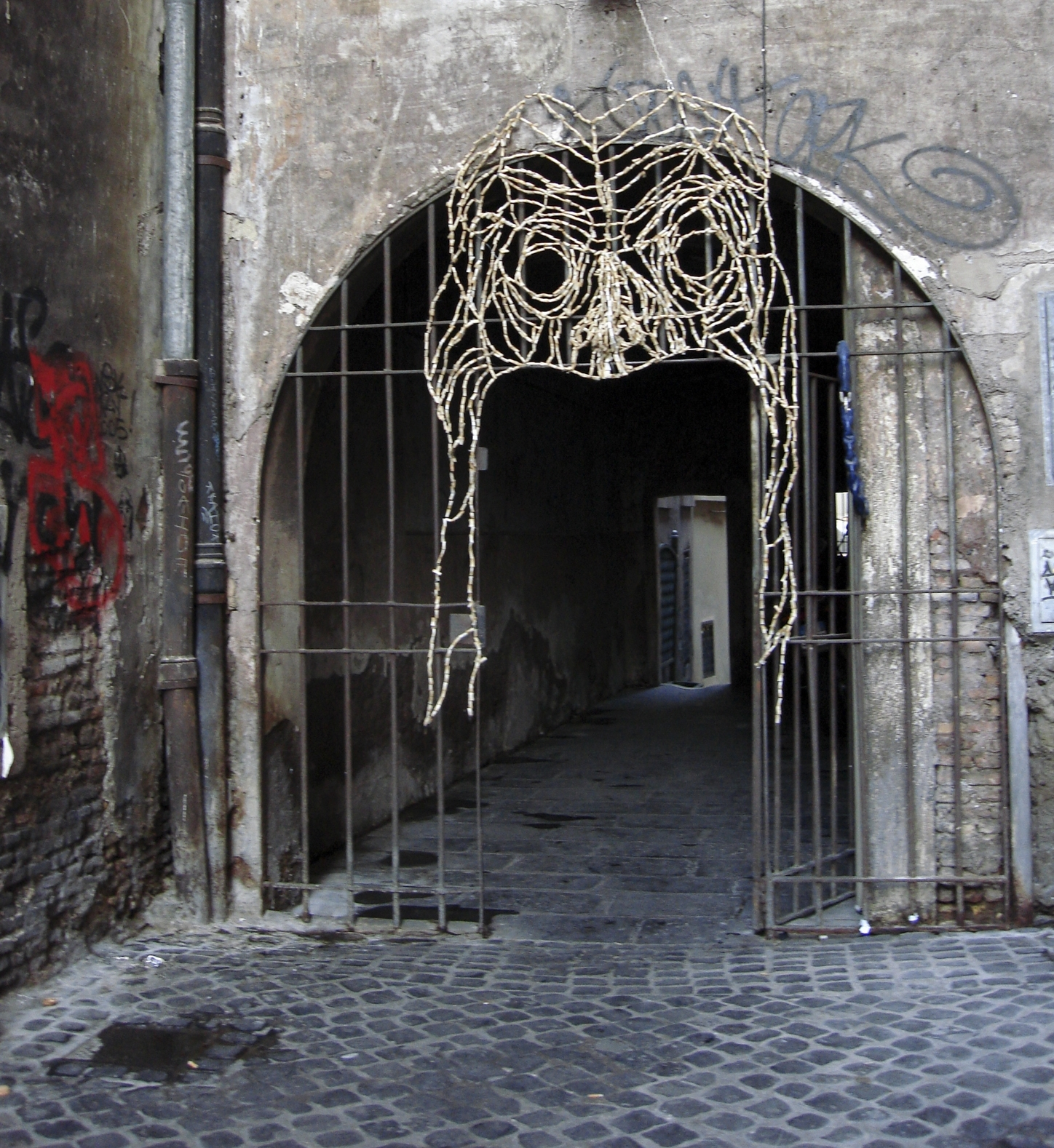 Mask (install) (sculpture/installation, Rome, Italy)