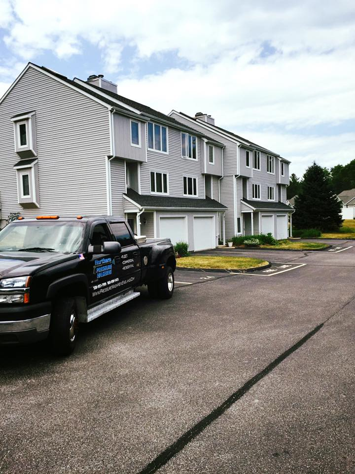 Washing The RiverView Condos in Putnam,CT!
