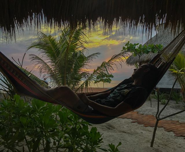 After a little surfing there is nothing better than a good hammock with a sunset view 🏄🏻‍♂️🌅🇳🇮