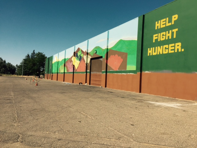 The new mural on the west side of the Merced County Food Bank warehouse.  Photo by Steve Newvine