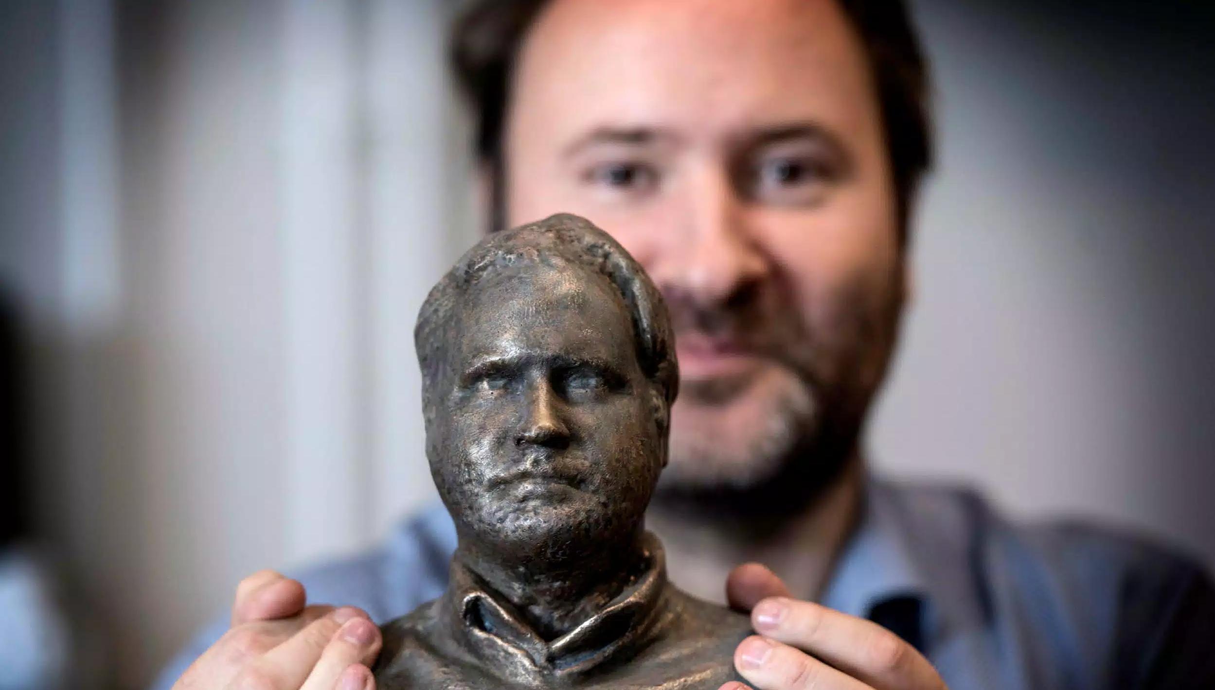 Daniel Monsén med det första testet inför projektet. 3D-modellen av honom själv är till en början scannad med Fredrik Ödmans kamera.  Bild: Niklas Gustavsson
