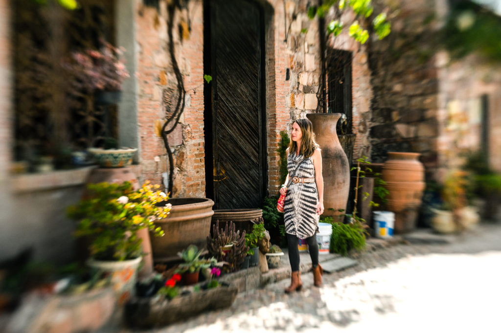 Desha Peacock explores San Miguel de Allende during her retreat. (Credit: SweetSpotStyle.com)