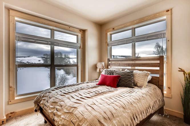 125 Edgewater Cir Granby CO-small-021-18-2nd Floor Bedroom-666x444-72dpi.jpg