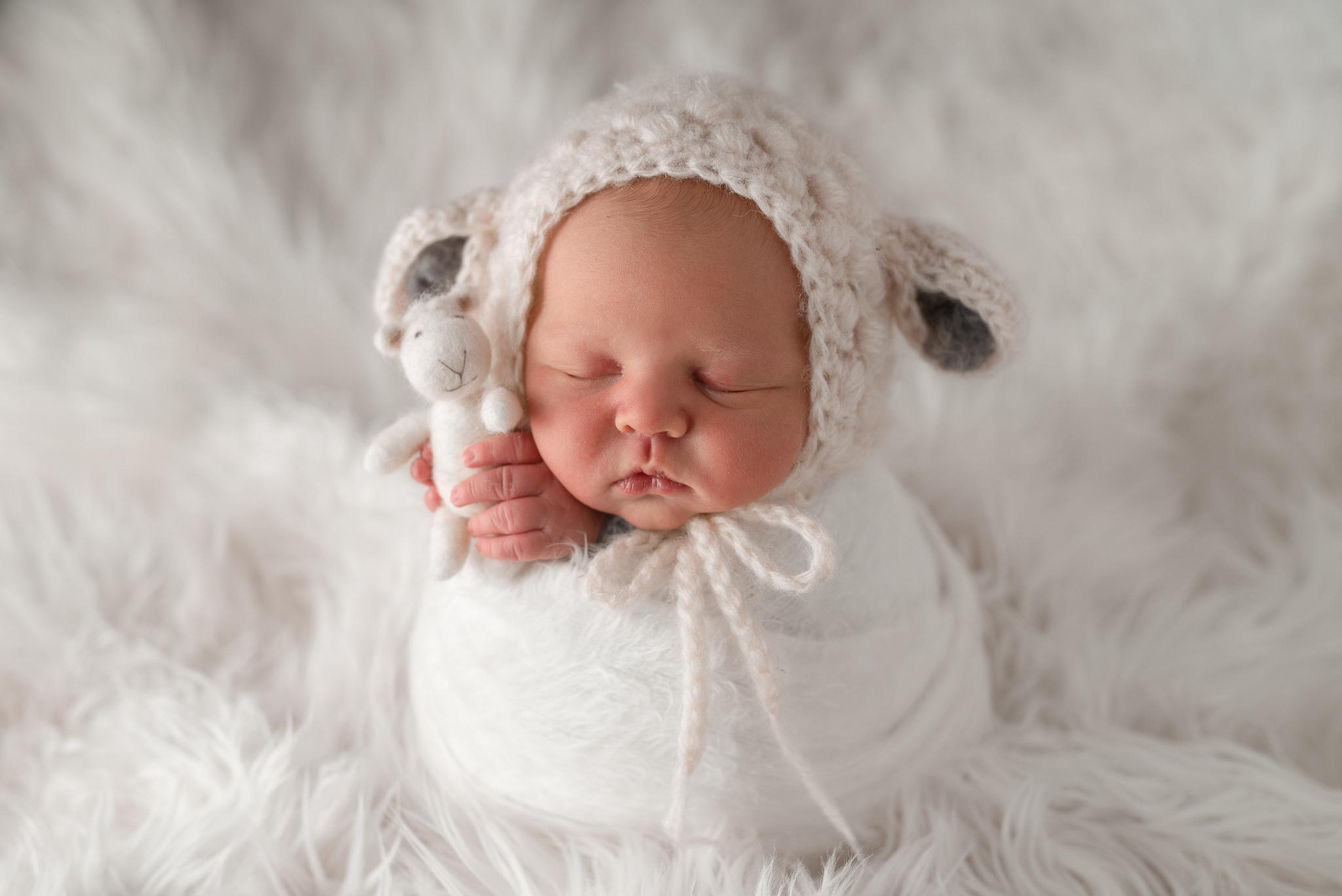 Newborn24NaomiLuciennePhotography032019-Edit-2.jpg