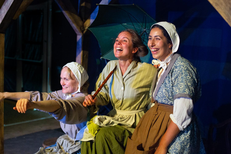 Lucy Grattan, Elizabeth Crarer and Lydia Bakelmun.jpg