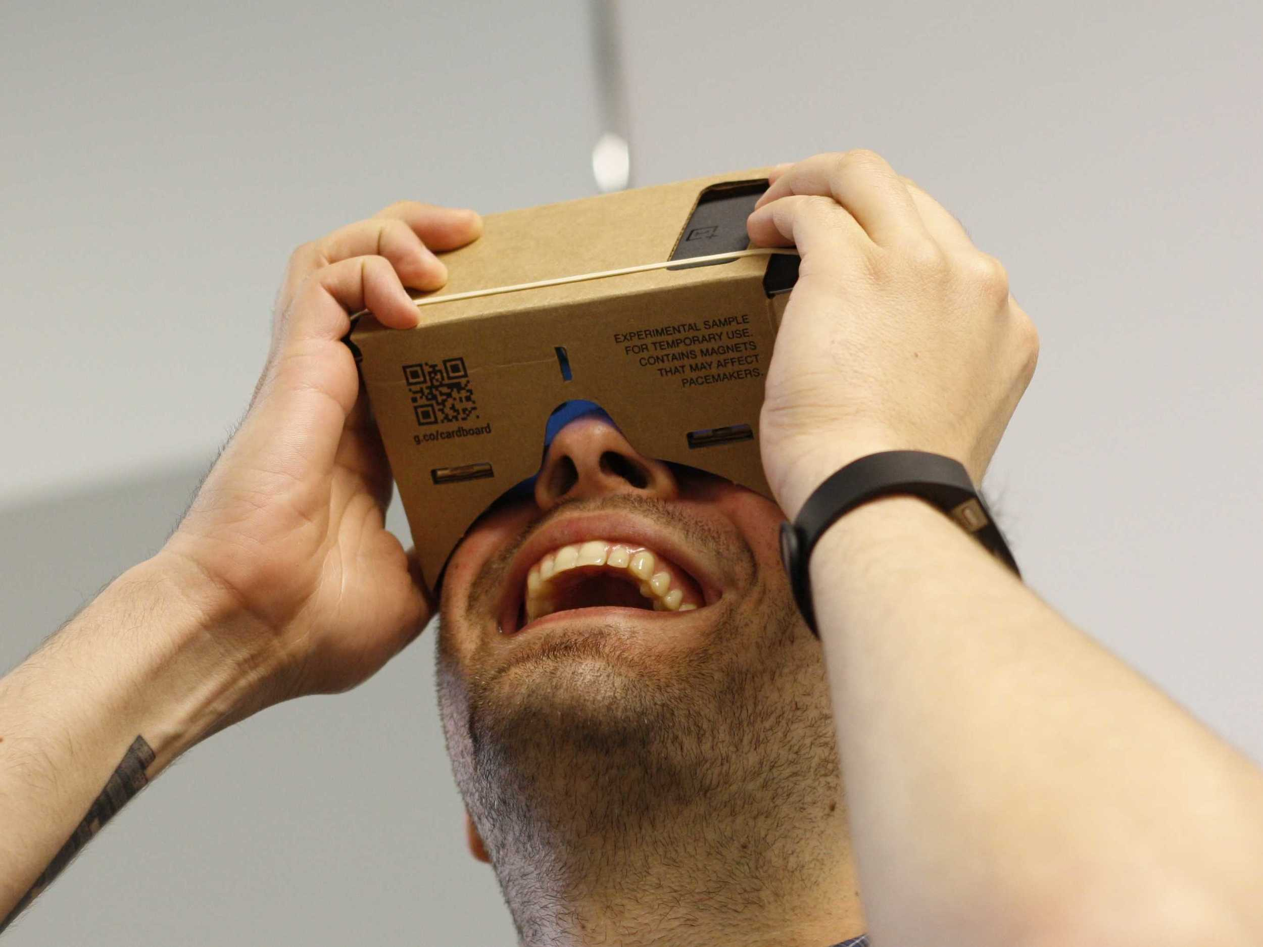 google-figured-out-how-to-turn-any-phone-into-a-virtual-reality-headset-for-next-to-nothing.jpg