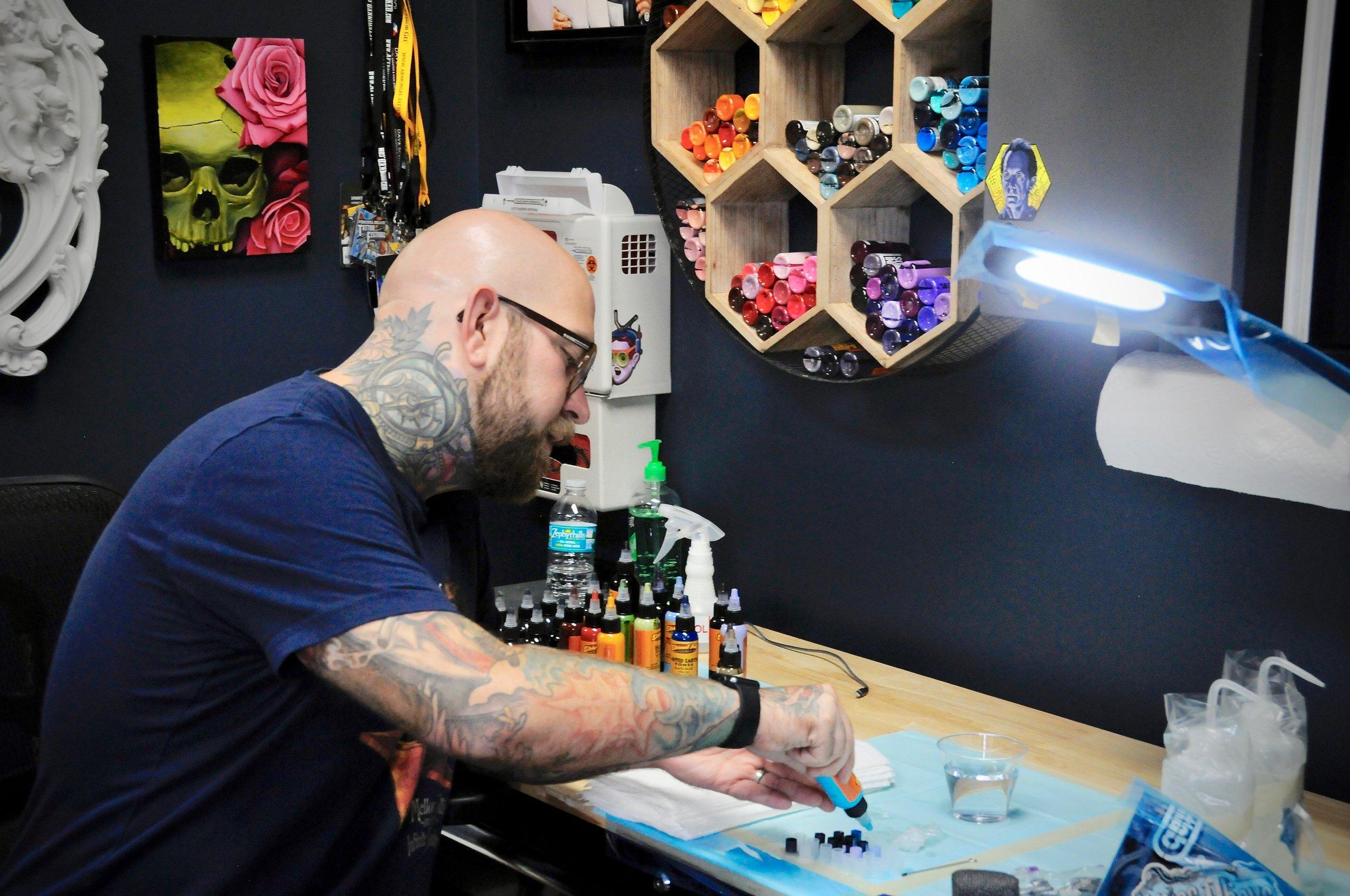 the-east-tattoo---salon-design_44627907652_o.jpg