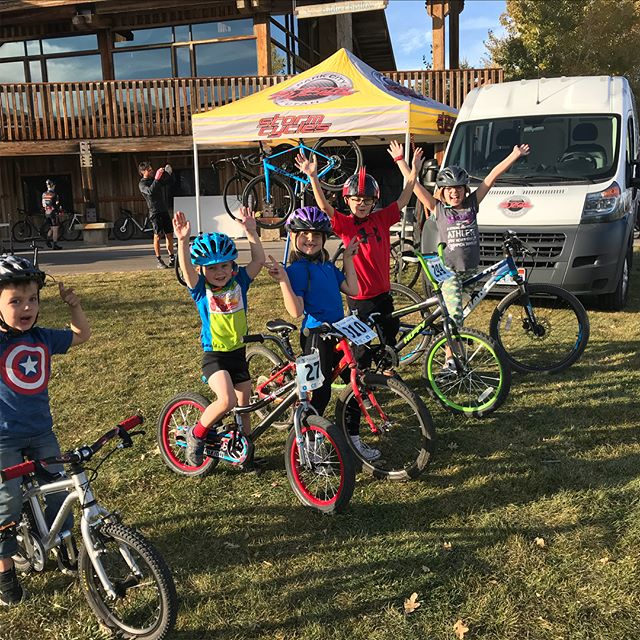 2 of 2 form round 7 p/b @stormcyclespc featuring the GROMS!!! The kids were pumped up last night. Did you know that ALL JUNIORS race #ptowncross for FREE thanks to Bikes 4 Kids - UTAH!?!? Massive thanks to all thank make it happen and @parkcitybikedemos for the funky jams !!!