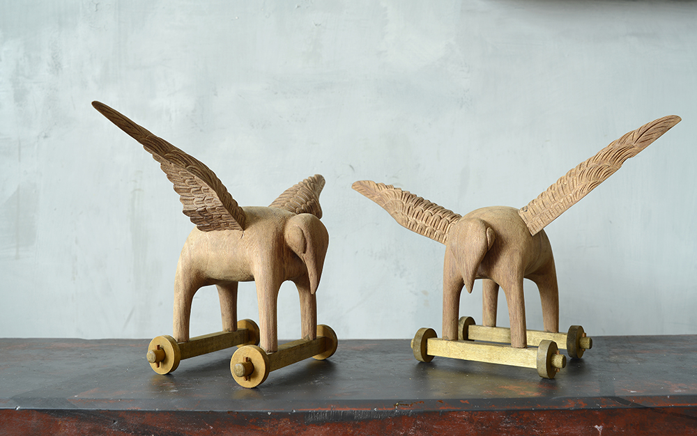 MAGNETICALLY ARTICULATING WINGED PACHYDERMS