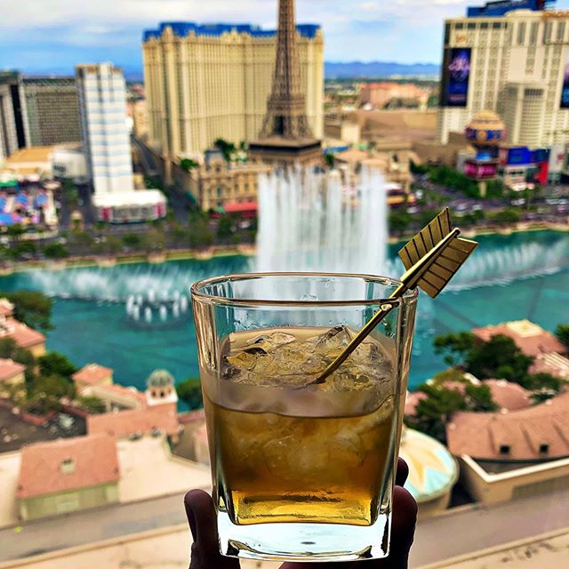 #drynkwaredoesvegas Chapter 1: Two things - it's Mrs. Drynkware's birthday so we're reliving our 20s; also, she picks out some awesome rooms!  #originalhipstirrer #playwithyourcocktail #arrow #goldenarrow #whisky #scotch #vegas #lasvegas #thestrip #bellagio #bellagiofountains #roomswithaview #birthdayweek #macallan18  @alyssamryley @bellagio @the_macallan