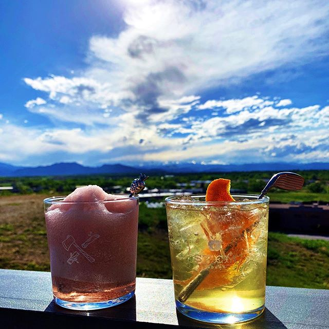 This view... One of many amazing reasons to visit @acreagecolorado by @stemciders  #cider #cidery #hardcider #craftcider #rosé #frosé #frozé #roséslushies #oldfashioned #cidercocktails #originalhipstirrer #playwithyourcocktail #pineapple #golfclub #golf #golfer #golflove #rockymountains #mountainview #springtimeincolorado #barrelaged #barrelagedcider #ciderhouse  @lawswhiskey