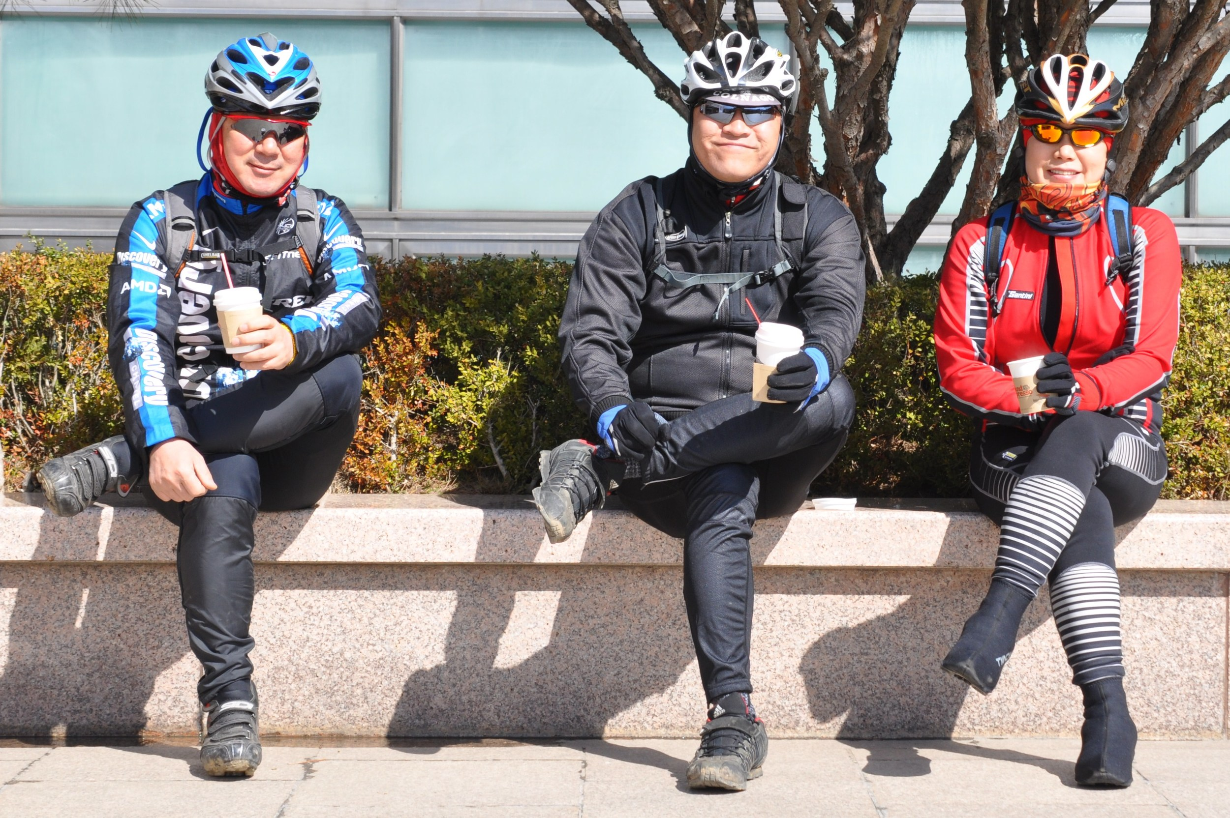Koreans don't do things halfway. Going for a bike ride? Better get your gear.