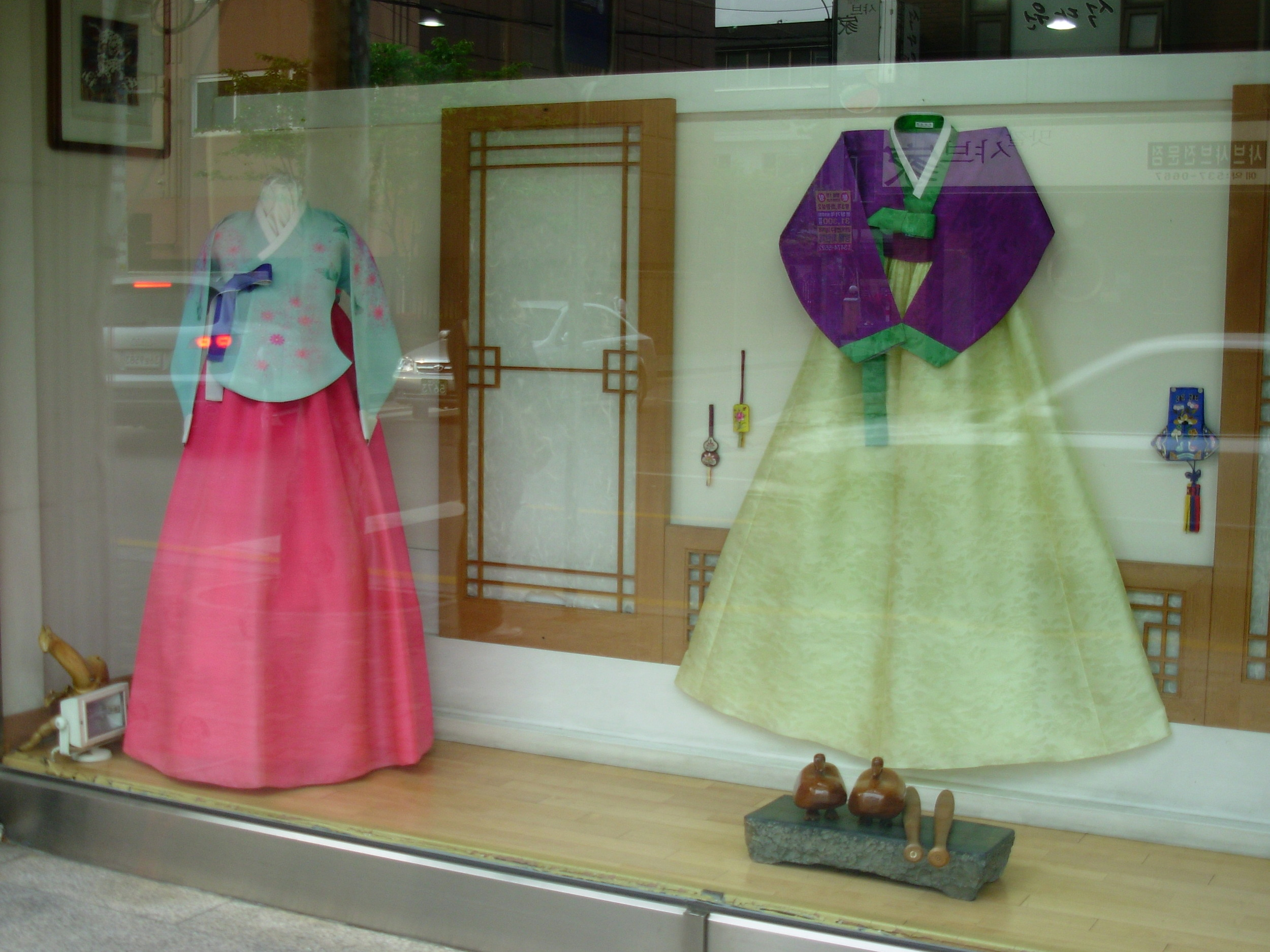 Hanbok , traditional Korean clothing, was not very common.