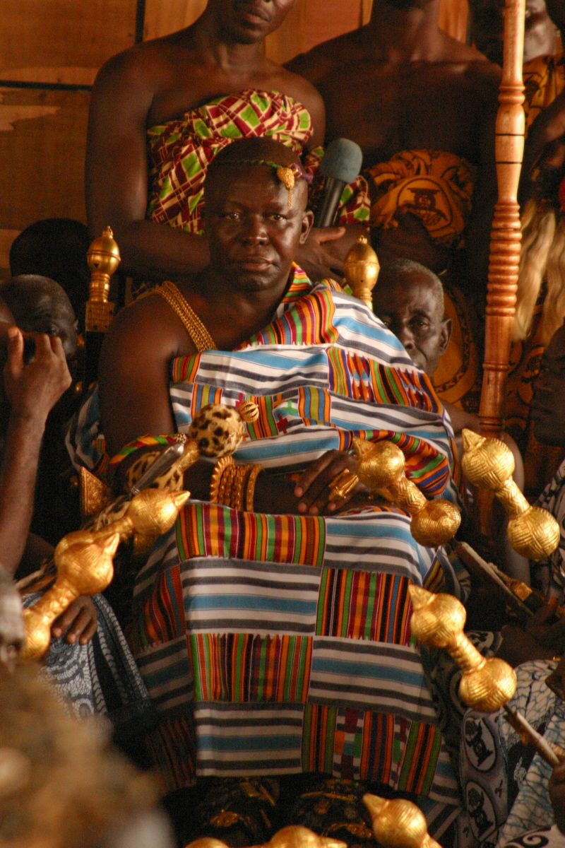 A much  much  fancier chief than the one I met in Ghana (photo credit:https://www.flickr.com/photos/waltercallens/394147134)