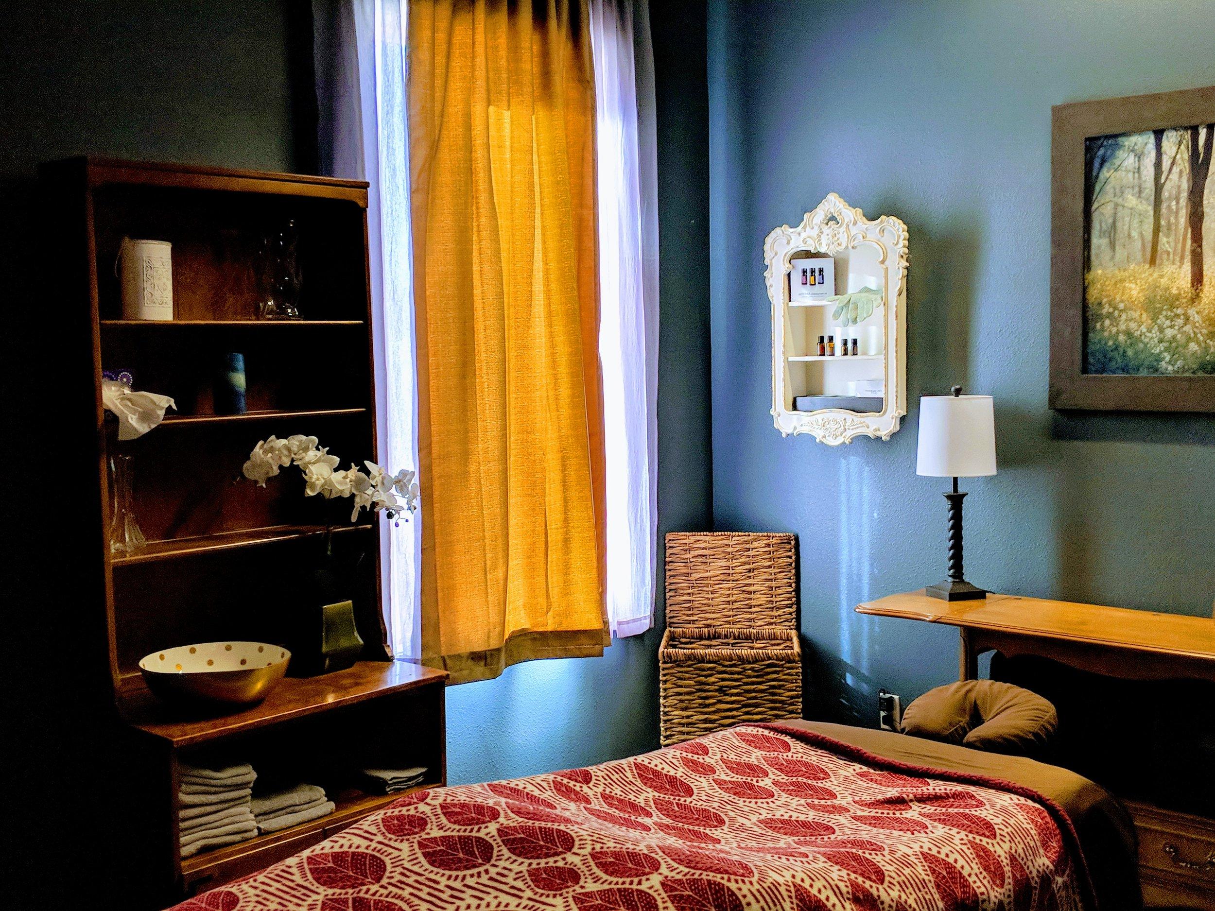 Massage - Hot Stone Massage - Shea Butter Massage - Deep Tissue Massage - Aroma Massage - Aromatherapy
