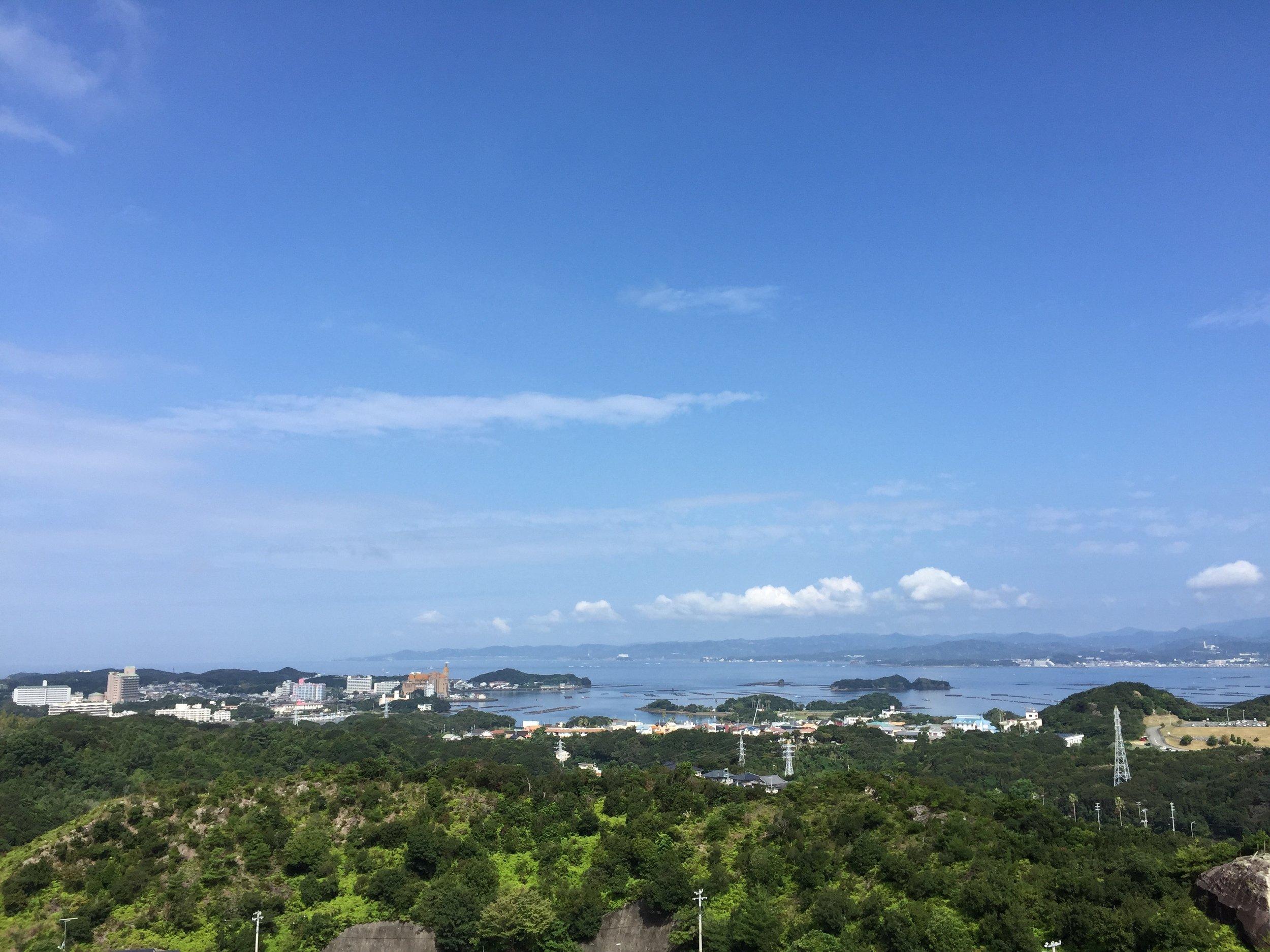 田辺湾を一望することができる立地(白浜古賀の井 Resort&Spaから撮影)