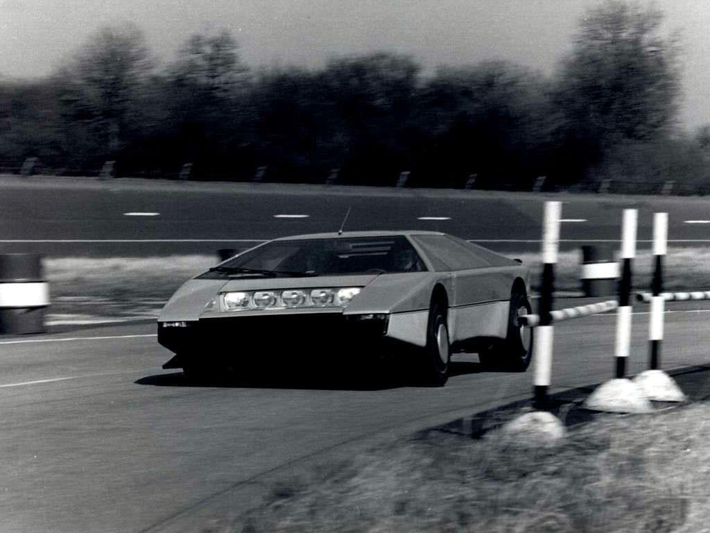 Aston_Martin-Bulldog_Mira_1979.jpg