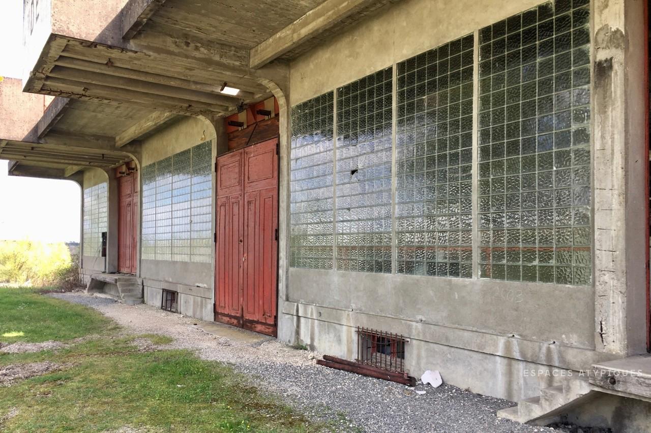 FORMER-COOPERATIVE-CELLAR-WITH-BRUTALIST-ARCHITECTURAL-STYLE-33330-SAINT-EMILION-3.jpg