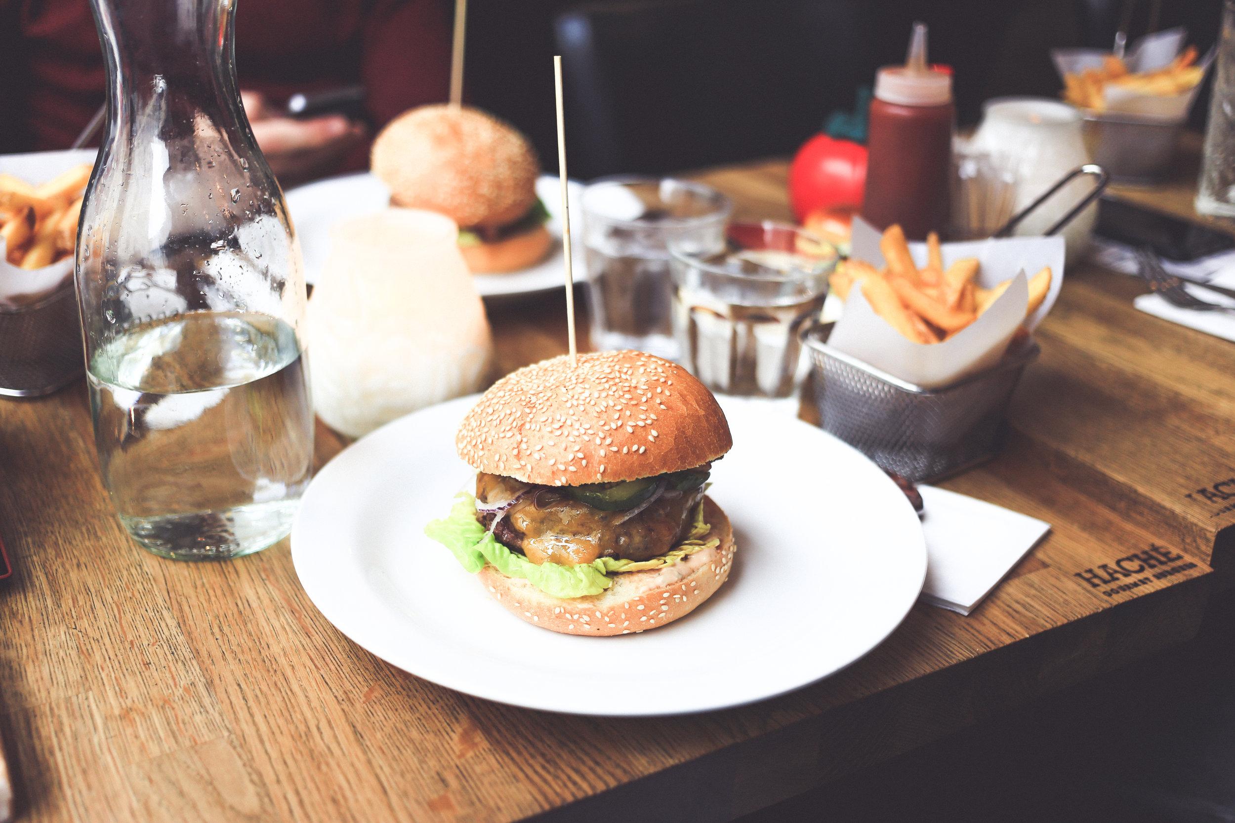 Hampurilainen, burgeri, ateria, ravintola, matka, matkablogi, ruoka