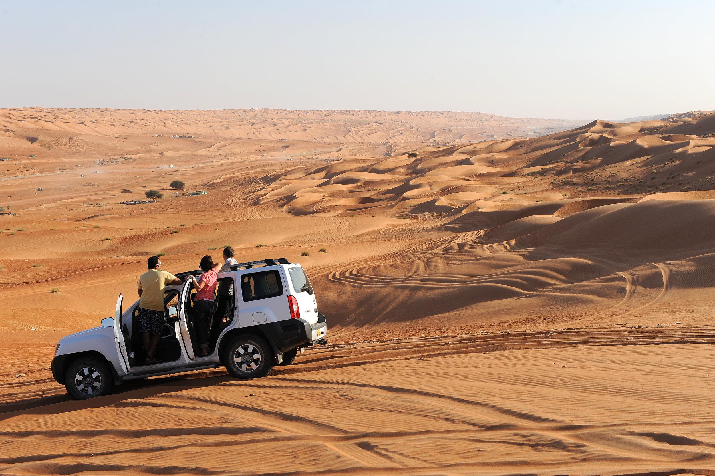 Oman, aavikko, hiekka, roadtrip, loma