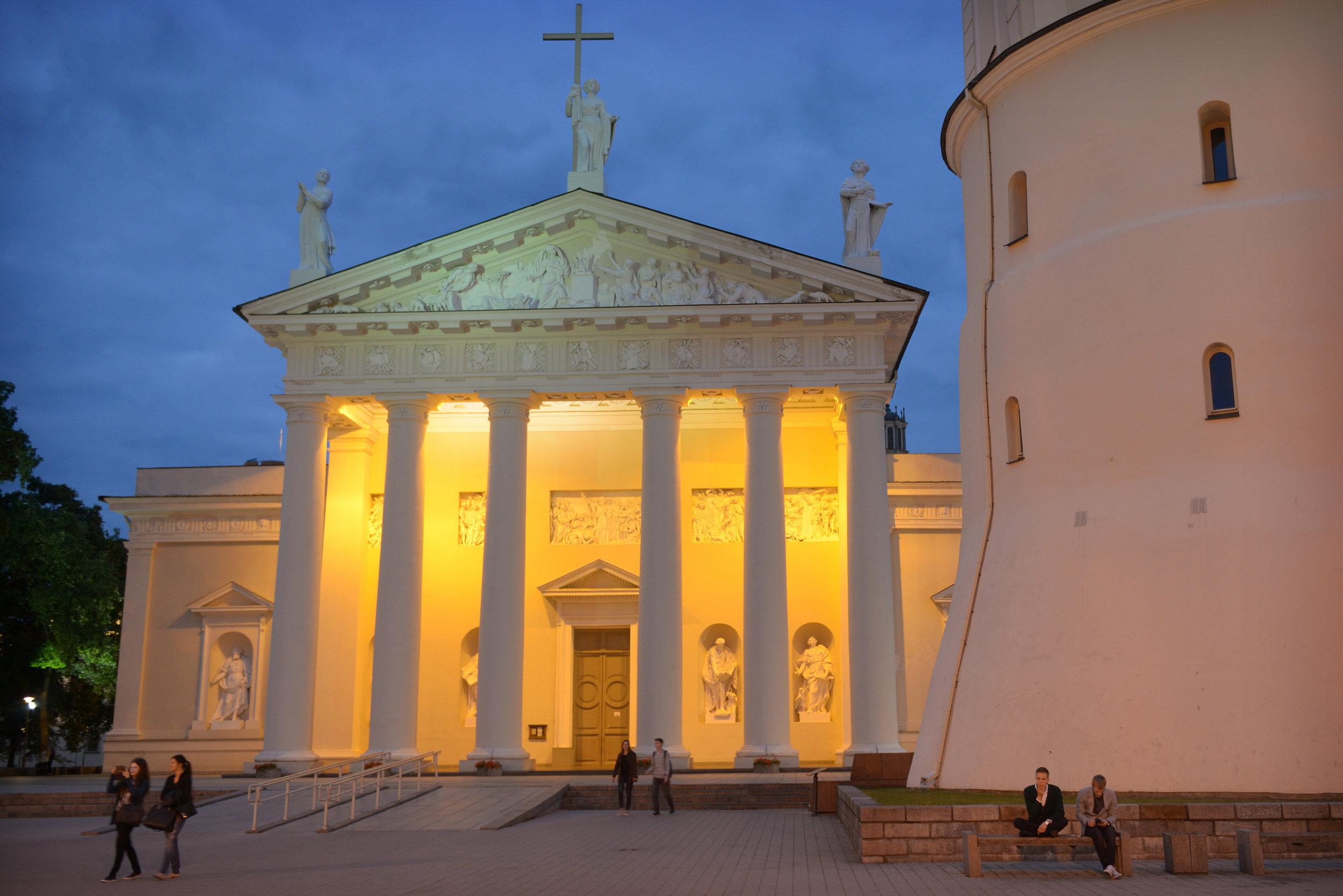 Vilna, 24 h, kirkko