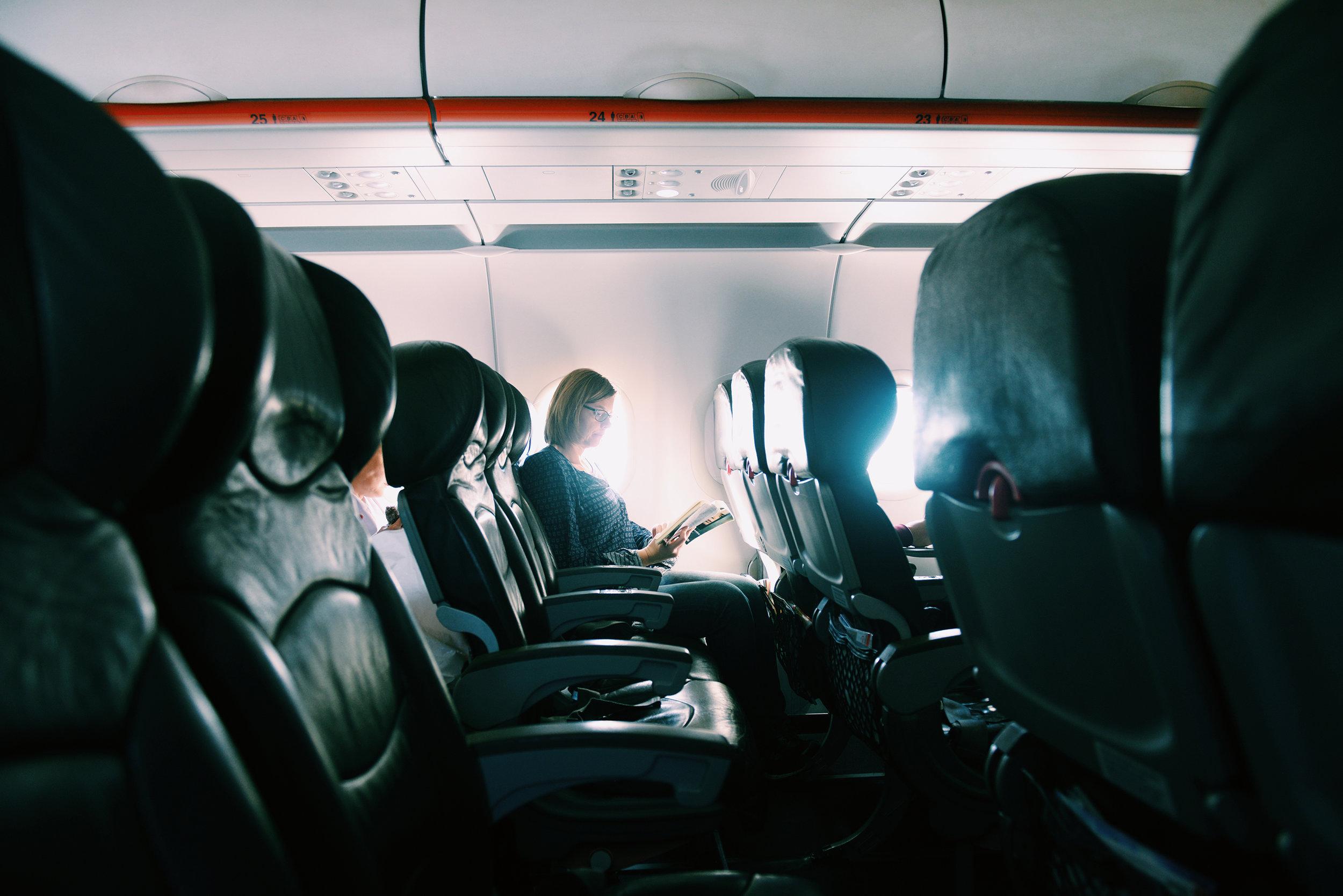 Lentokoneessa, lentomatkustus, kaukolento