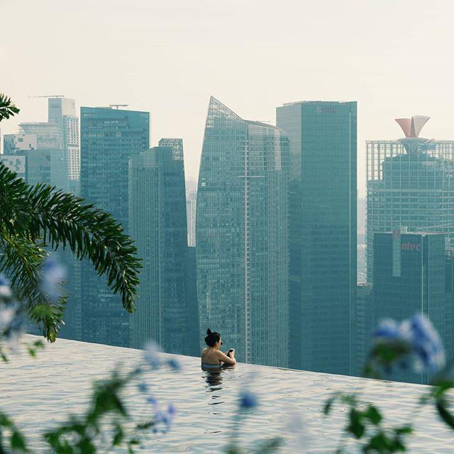Kuka tässä altaassa malttaa uida?  #marinabaysands . . . #lomalla #uimaallas #tarkenee #maisema #kaupunkiloma #matkablogi #lomamatka  #luxurytravel #luxuryhotel #dametraveler #hotellife #hotellifestyle