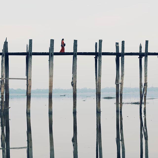 Tuhat askelta menneisyyteen - vai sittenkin tätä päivää?  #myanmar #burma . . . #matkailu #ilta #auringonlasku #järvi #maisema #travelingtheworld #neverstopexploring