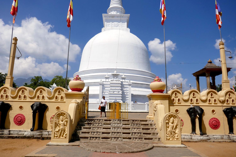 hasalaka_duara_mahiyangana_temple.jpg