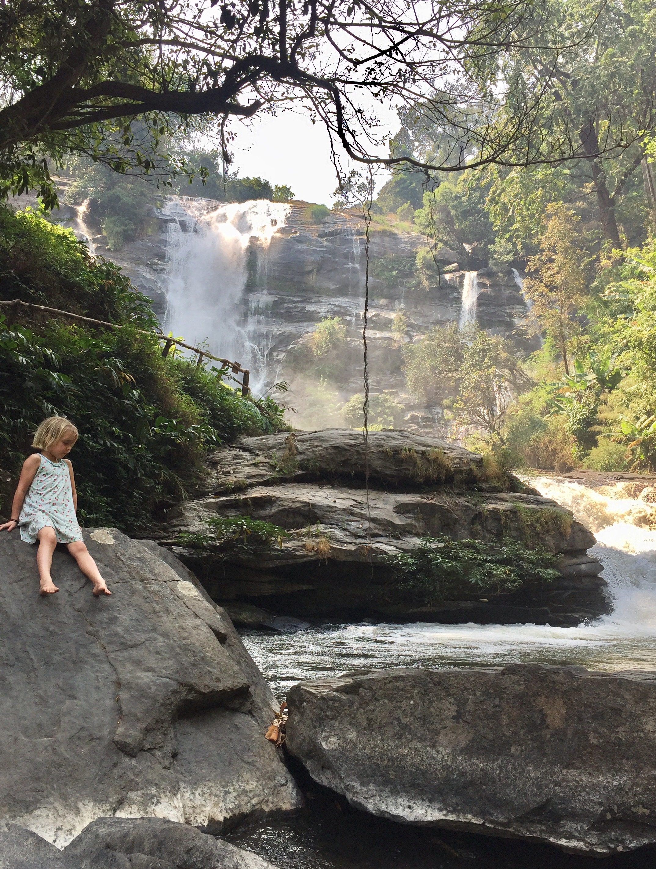 Wachirachan_waterfall_doi_inthanon.jpg