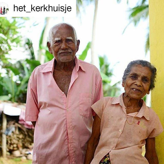 Our traveller's @het_kerkhuisje Greetings from Neluwa, Sri Lanka, where she stayed with her family last week😍: 🇳🇱 Lieve opa en oma, wat was het gezellig om bij jullie te logeren! En wat hebben jullie ons verwend met eten, eten en nog meer eten. Wel een klein beetje onhandig dat we elkaar niet konden verstaan.. Maar dat maakte het extra bijzonder. 🇬🇧Dear grandpa and grandma, how nice it was to stay with you! And how have you spoiled us with food, food and more food. A little awkward that we could not understand each other.. But that made it extra special. *** #srilankatrip #visitsrilanka🇱🇰 #srilankalove #srilanka #travelwithkids #familytravel #villagelife #villagestay #ruraltourism #sinharajarainforest #responsibletourism  #livelikealocal #travellikealocal  #duaratravels