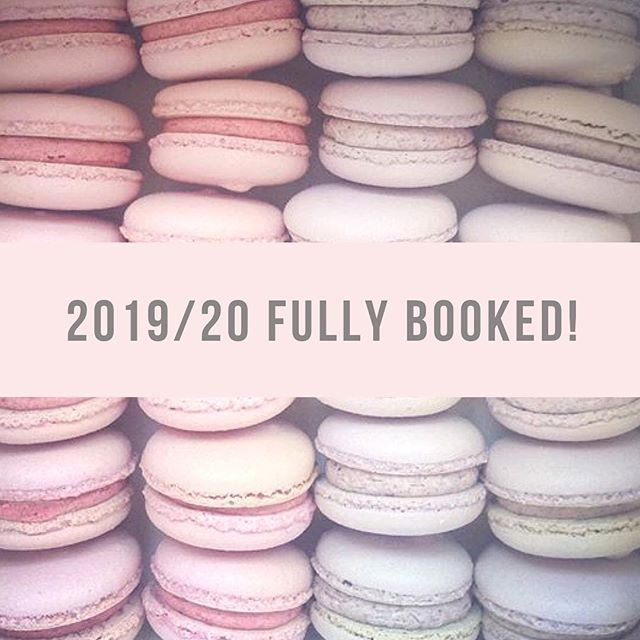 F U L L Y  B O O K E D // It's totally bonkers but I am now booked up for 2019 and 2020 🙊 Don't worry all wedding dates for forthcoming consultations still stand! #weddingcake #cake #wedding #planning #ido #moderncake #modernbride #weddingplanning