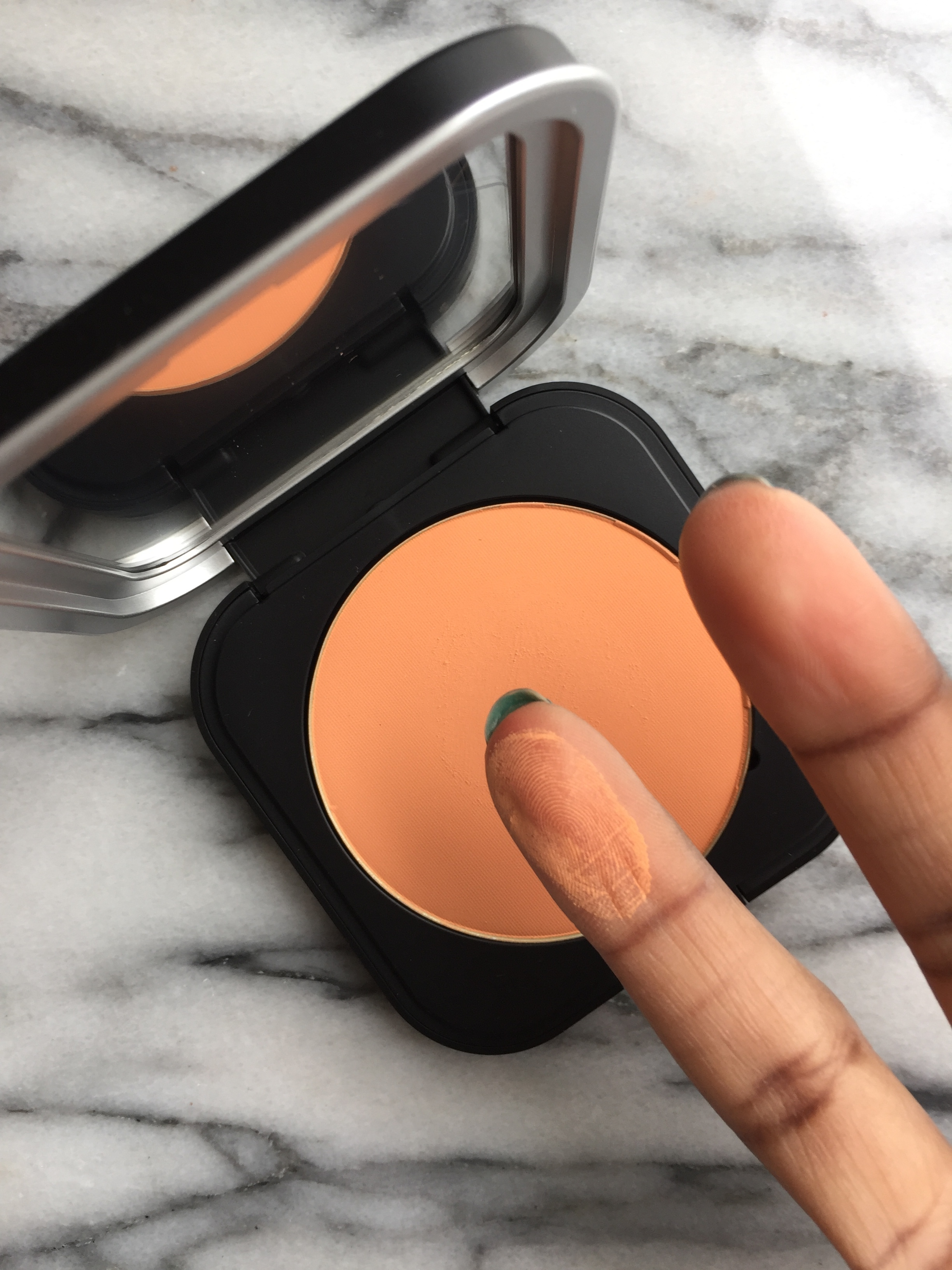 makeup forever ultra HD micro finishing powder