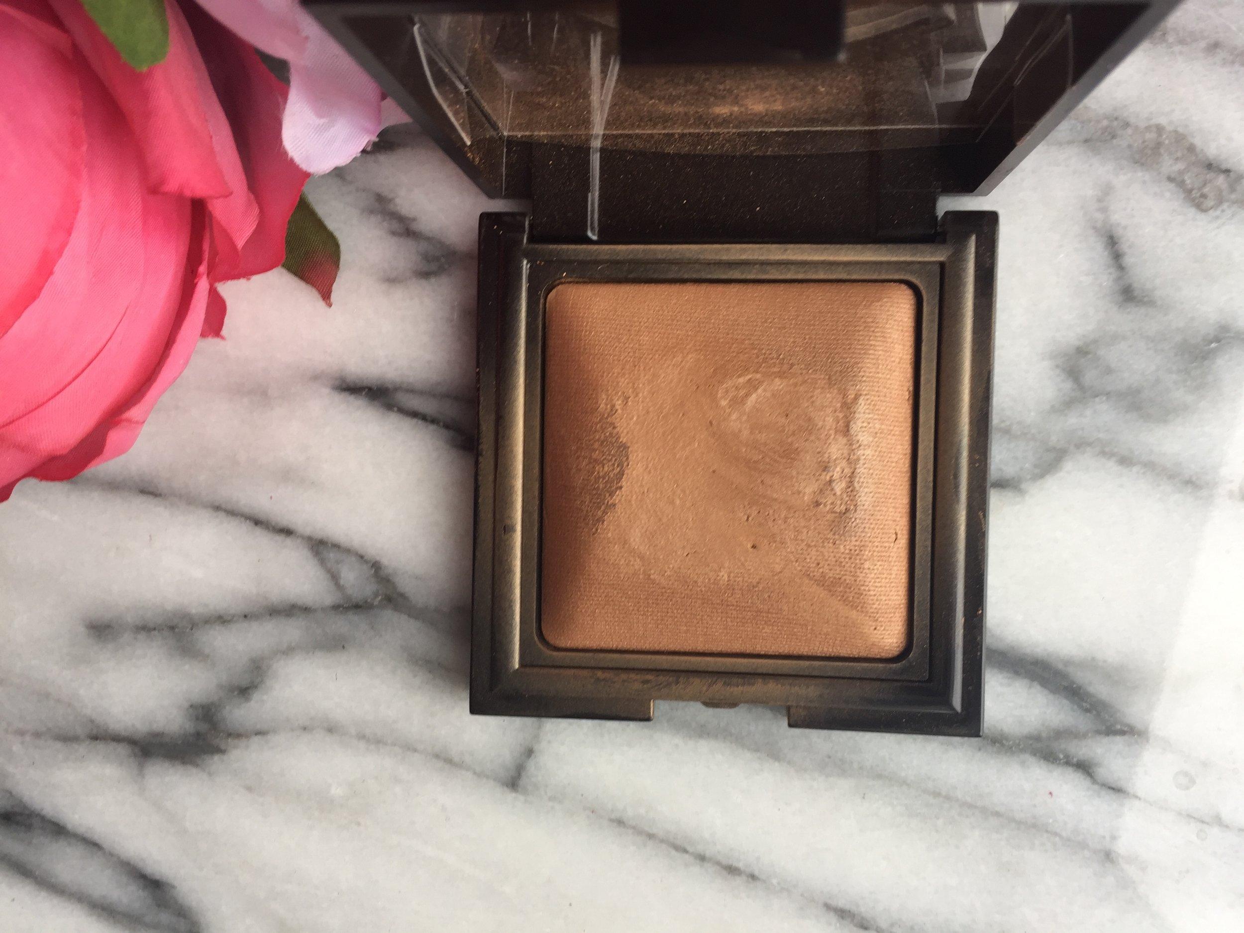 Laura Mercier   Candleglow Sheer Perfecting Powder in Medium Deep