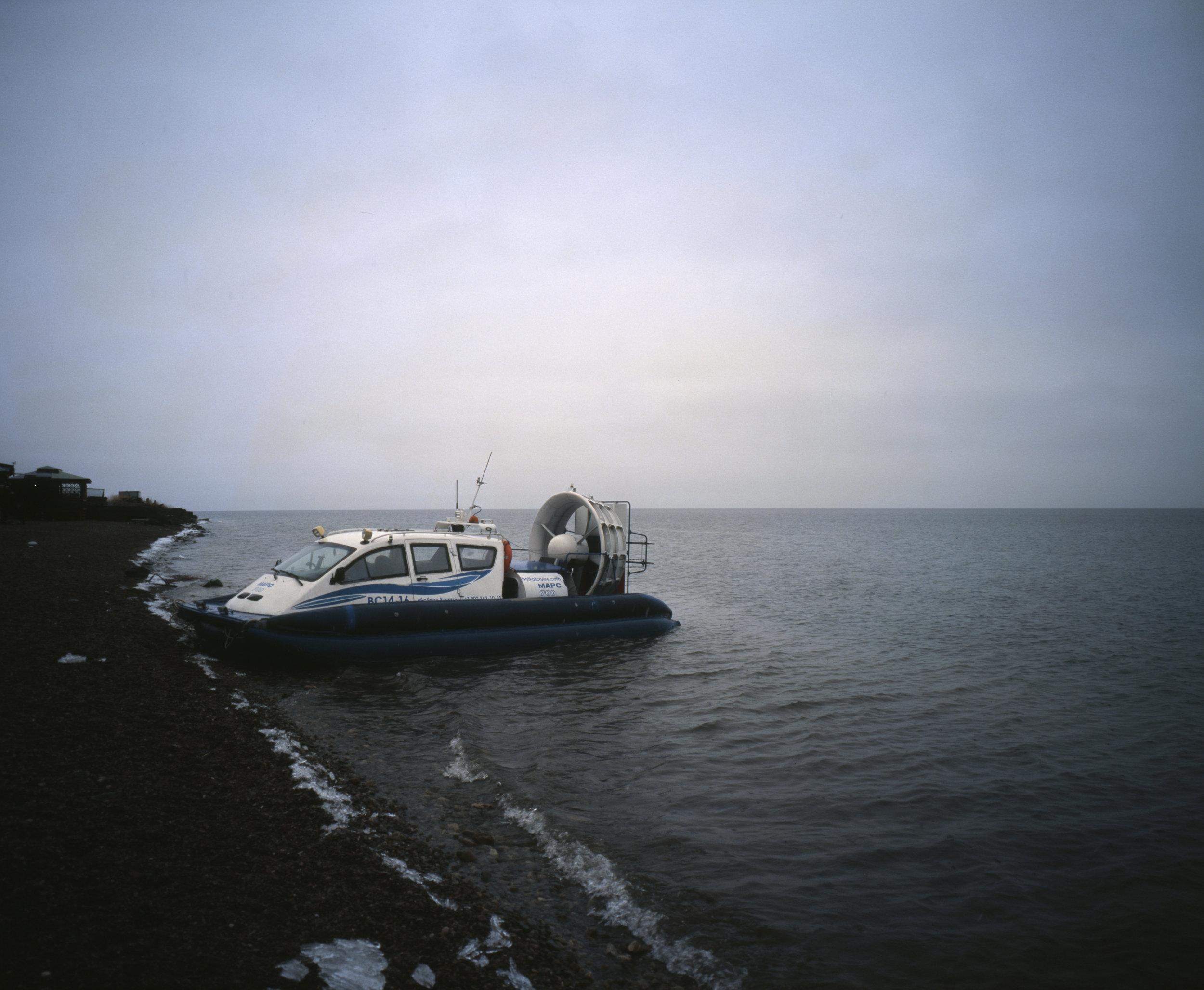 Hovercraft of the lake Fuji GF670w   Kodak E100gx
