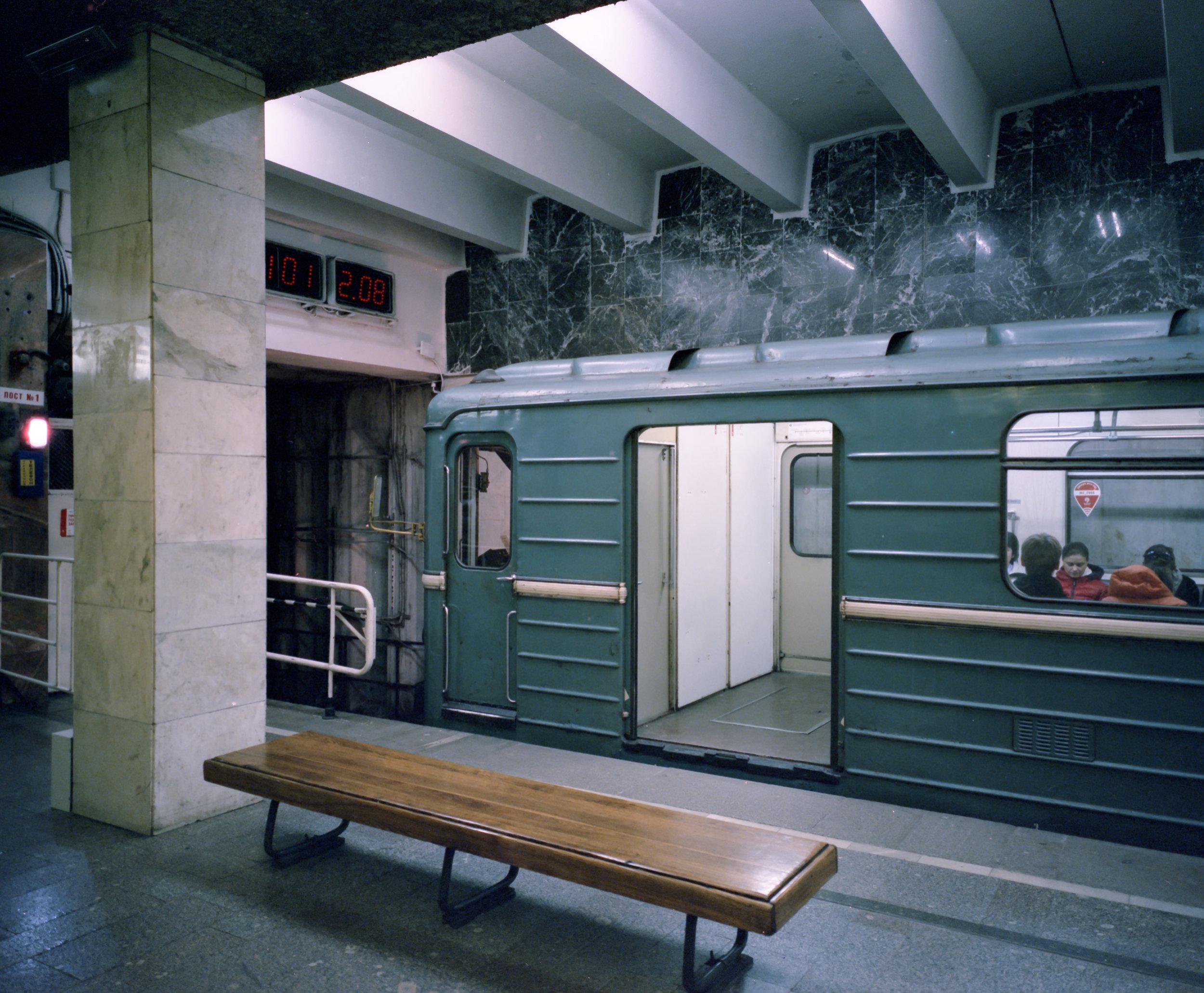 Moscow Metro Fuji GF670w | Cinestill 800t