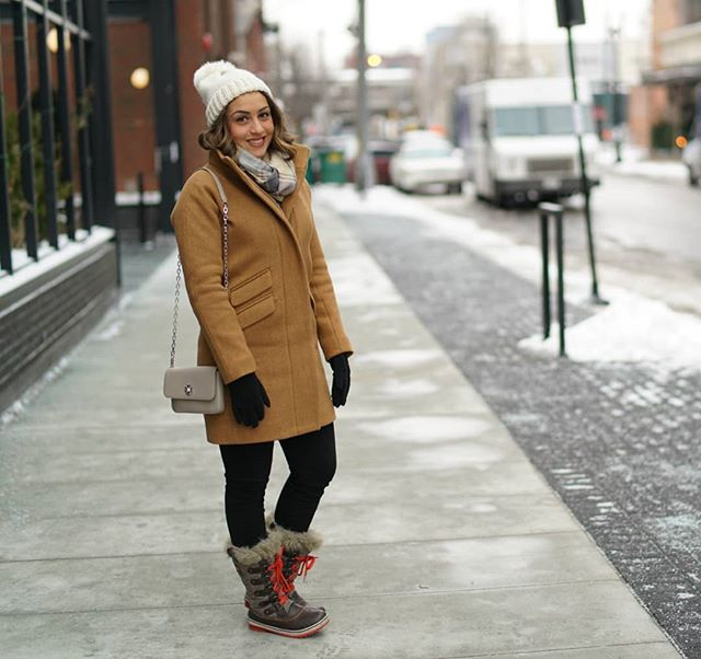 Just touched down in Chicago!! This coat is perfect for staying warm as we explore the next few days in this fun city. Get details on my winter necessities linked in my bio! 📸:@bspence.arw