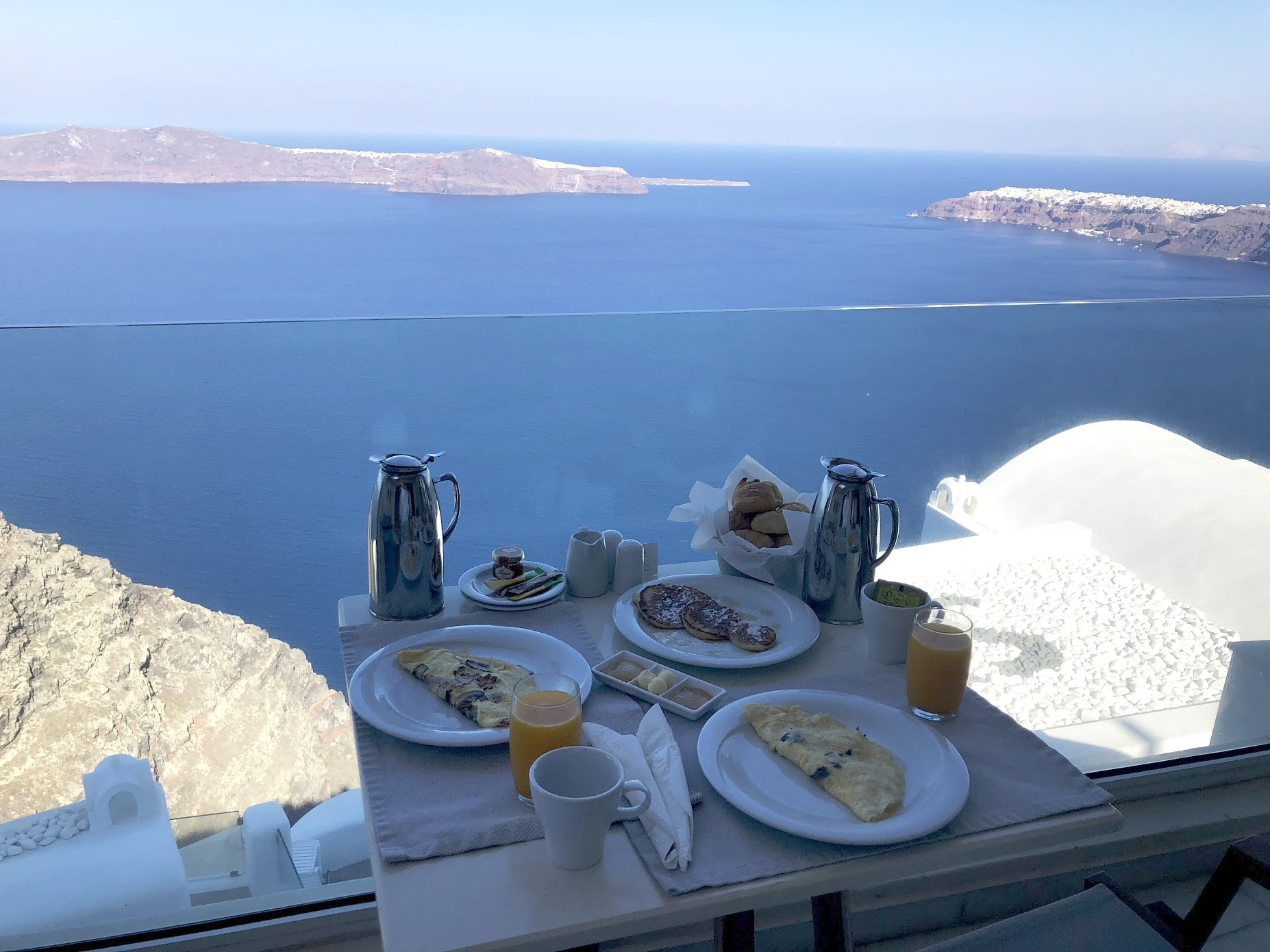 Breakfast with a view of the Caldera